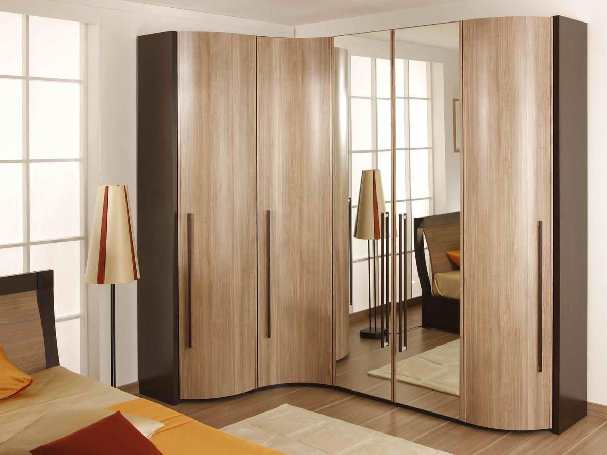 Модель с распашными дверями