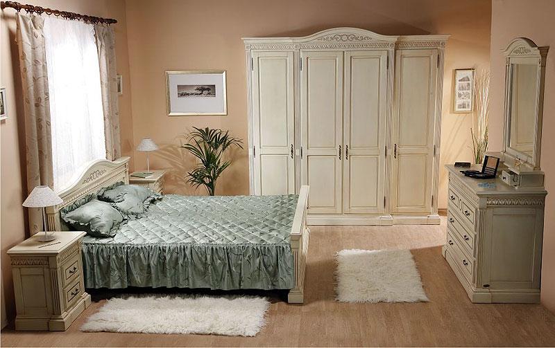 Гармония бежевого и серого цвета в интерьере спальни