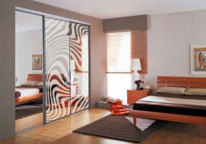 Модель с зеркальными дверями