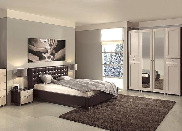 Шкаф с зеркалами в интерьере спальни