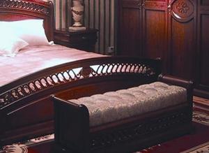 Банкетка в интерьере спалне