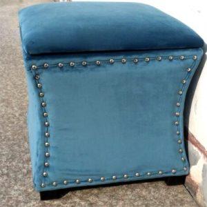 Синий материал смотрится элегантно