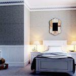 Белый плинтус в светлом интерьере спальни