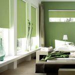 Бледная зеленая спальня
