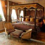 Богатый интерьер спальни благодаря стилю ампир