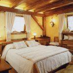 Деревенские нотки кантри стиля в спальне