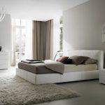 Дизайн большой белой спальни