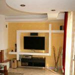 Гипсокартонный короб, предназначенный для телевизора в спальню
