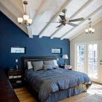 Глубокий синий цвет для интерьера спальни
