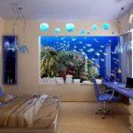Интерьер спальни с использованием аквариума