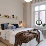 Как использовать полки в интерьере спальни