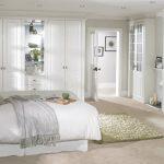 Классика в белой спальне