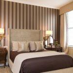 Коричневый цвет для обустройства просторной спальни