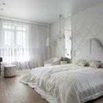 Красивая спальня в белом колере