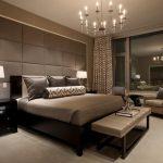 Красивая спальня выдержанная в коричневом цвете
