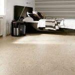 Красивый светлый пробковый пол для оформления спальни