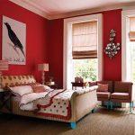 Красный цвет для спальни в доме