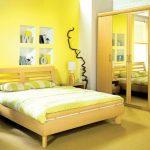 Лимонная желтая спальня