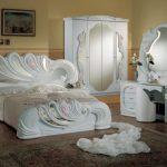 Место ли шкурам животных в интерьере спальни