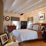 Многоярусное комбинированное освещение для обустройства спальни