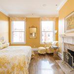 Мягкий интерьер желтой спальни