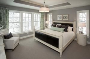 Удобно обустроенная спальня