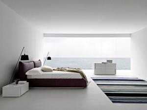 Изюминкой данной спальни является окно