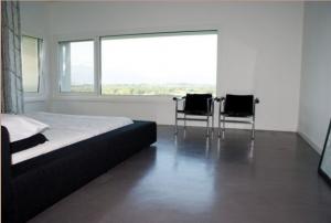 Отсутствие лишней мебели в спальне