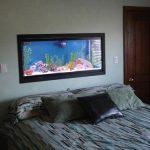 Настенный аквариум в спальне