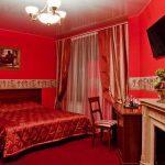 Насыщенная красная спальня в доме