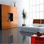 Нескользкий пол в просторной спальне