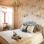 Нежность и уют стиля кантри в спальне
