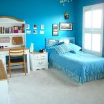 Нежный синий оттенок в спальне