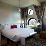 Оформление спальни в стиле хай-тек