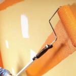 Окрашиваем стены в спальне правильно