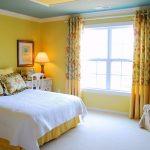 Оригинальная желтая спальня