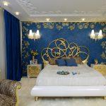 Оригинальный интерьер спальни в синем цвете