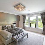 Основные принципы выбора люстры в спальню