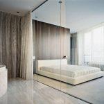 Перегородка, созданная из стекла в спальне