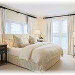 Применение аксессуаров для обустройства спальни