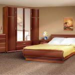 Пробковый пол отличается натуральностью и украшает спальню