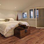 Пробковый пол в спальне отличается практичностью