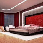 Просторная красная спальня