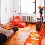 Разные напольные покрытия в спальне как идея комбинированного пола