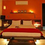 Романтичный интерьер оранжевой спальни