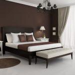 Сдержанный коричневый цвет для спальни