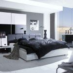 Серая спальня выглядит раскошно