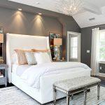 Серый цвет для создания интерьера спальни