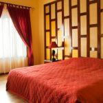 Спальня оформленная в красном цвете