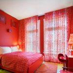 Спальня в красном колере